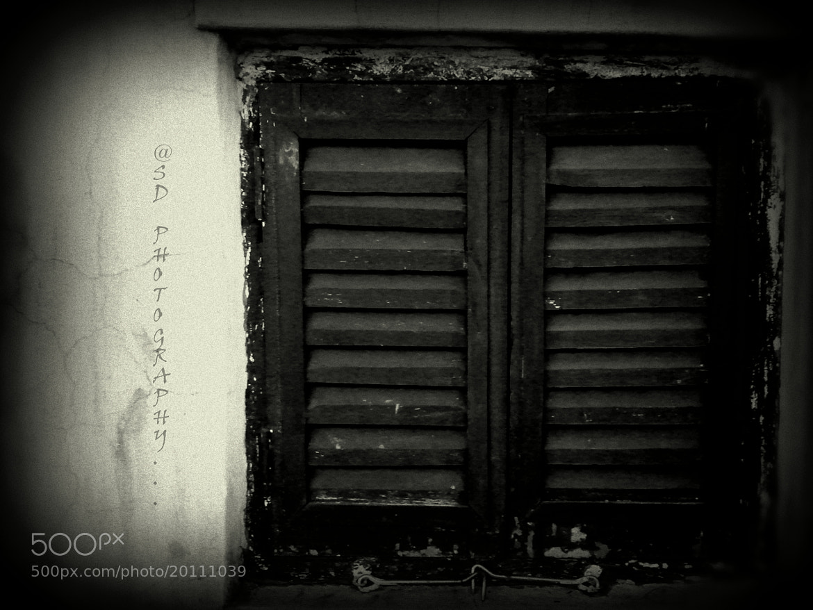 Photograph ABANDONED WINDOW (B/W) by SUBHA   on 500px