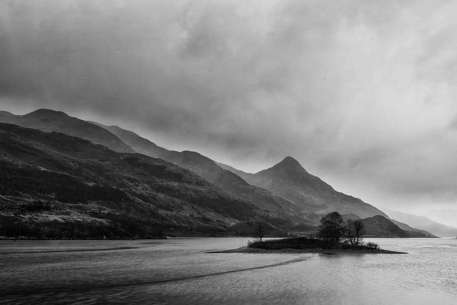 Typical Scottisch weather on Loch Leven... I don't mind, give it to me.  Please have a look at my new website www.rpgraphix.zenfolio.com