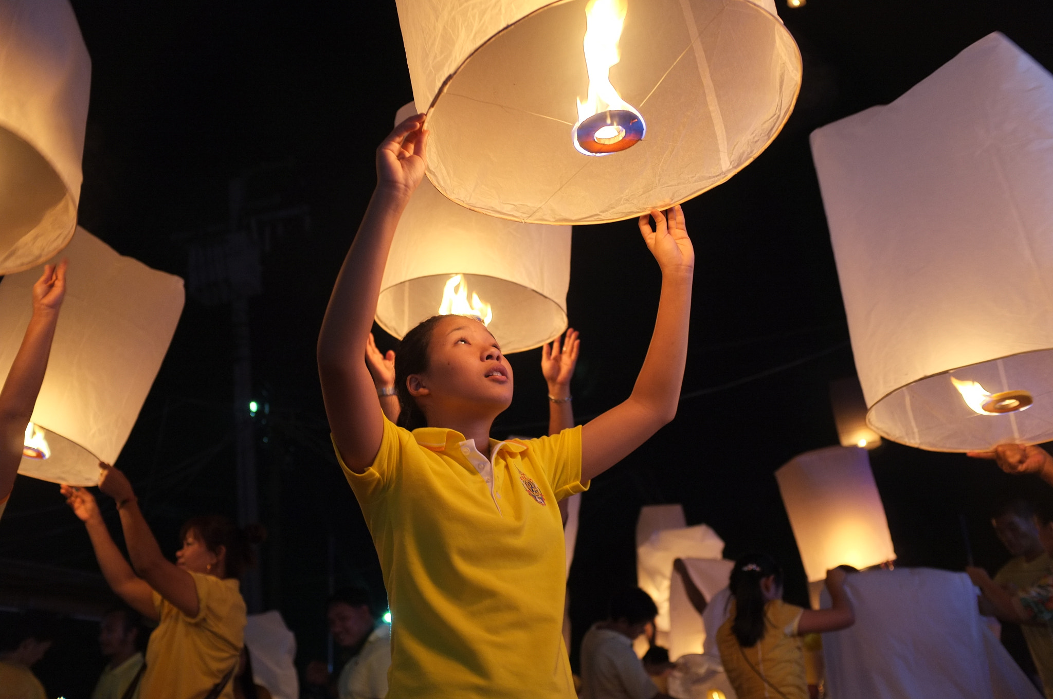 Photograph Lanterns released in honour of Thai king by Matthew Richards on 500px