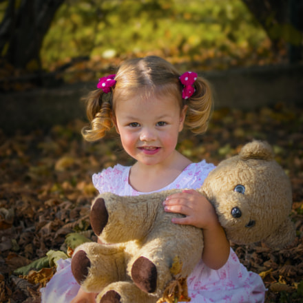 Girl and a bear, Pentax K-R, smc PENTAX-D FA 50mm F2.8 Macro
