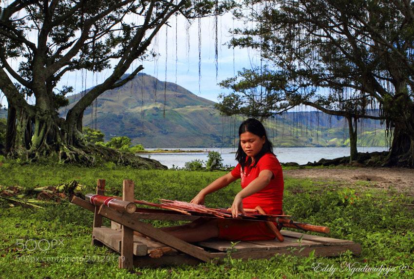 Photograph weaving Ulos by Eddy Ngadiwidjaya on 500px