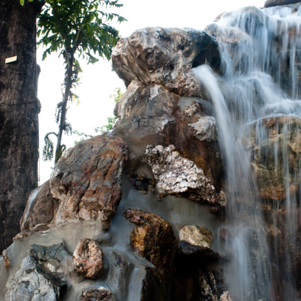 Waterfall in temple Wat, Canon EOS 400D DIGITAL, Sigma 18-50mm f/3.5-5.6 DC