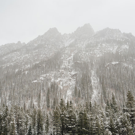 Mountains in a snowstorm, Canon EOS 5D, EF28-70mm f/2.8L USM