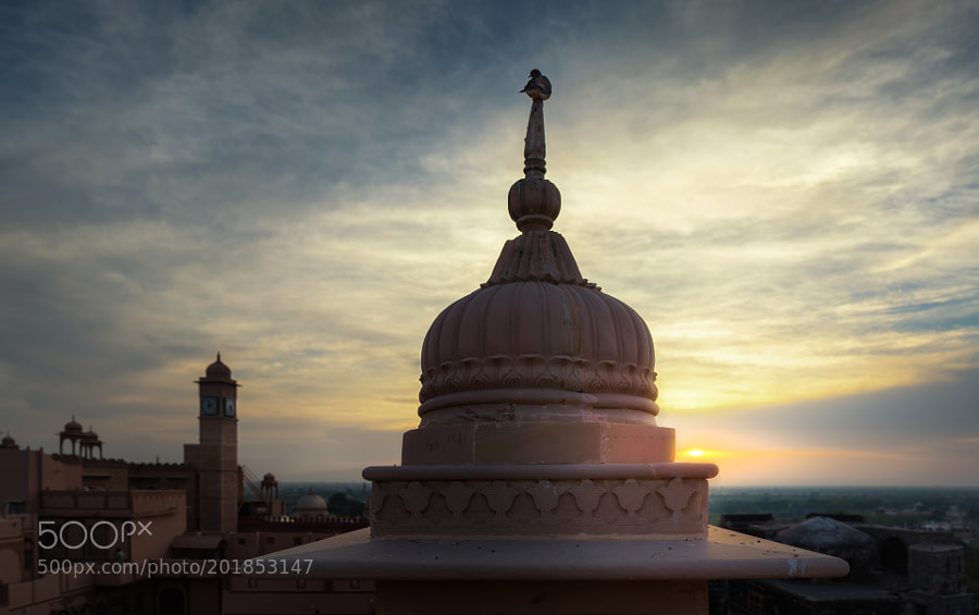 Rising sun behind Khimsar Fort