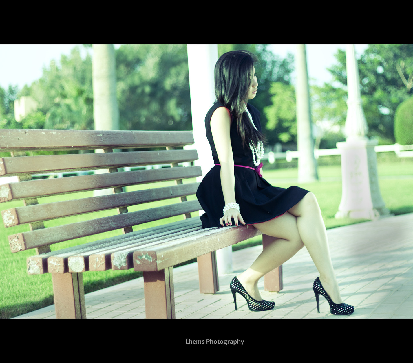 Photograph Bench Lady by Lhems Anso on 500px