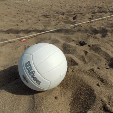 Volleyball in the sand, Nikon COOLPIX L320