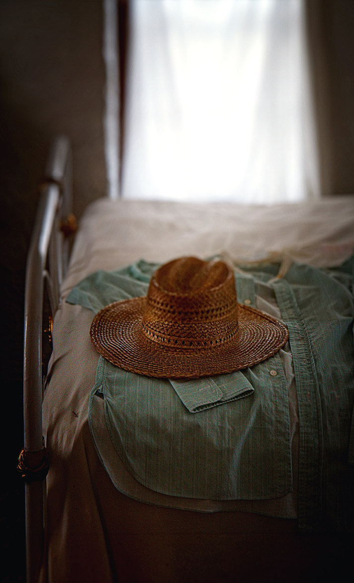 Photograph the gold hat by Johnny Gomez on 500px