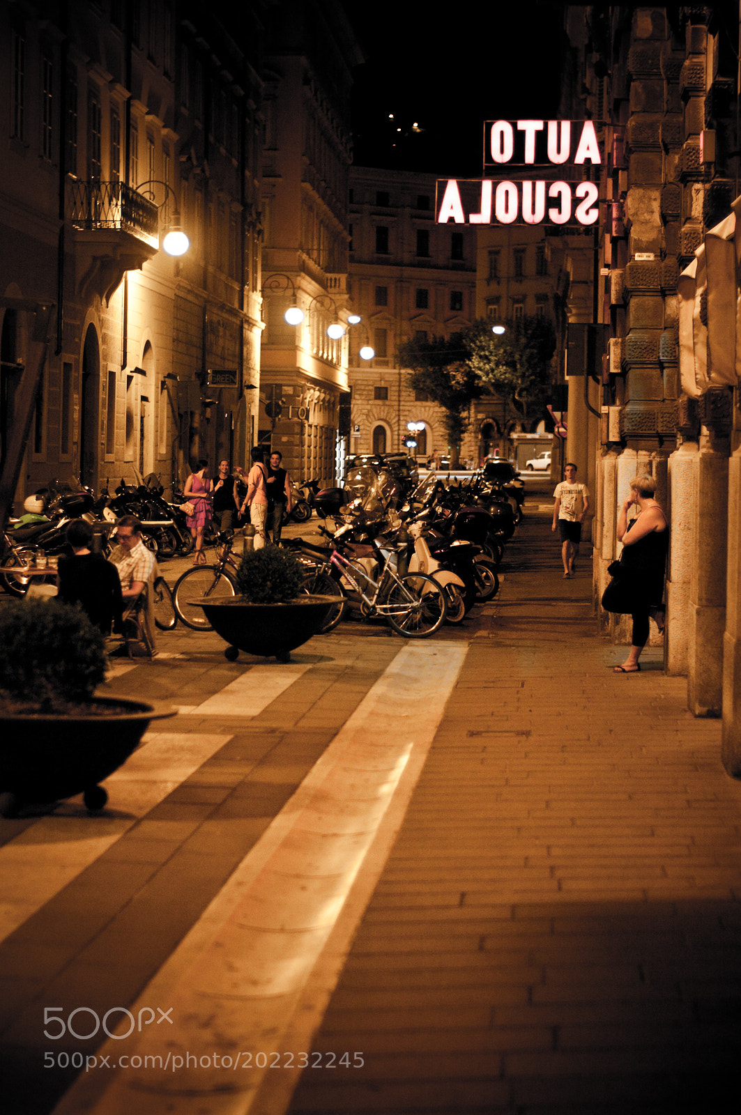 Trieste Street in Evening, Pentax K20D, smc PENTAX-F 50mm F1.7