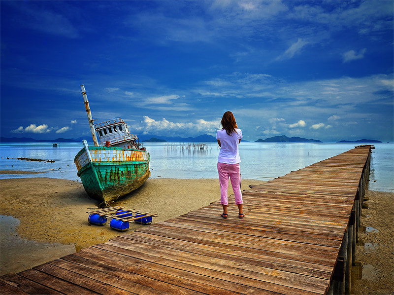 Photograph I love the blue sky & my girlfriend :) by Auttapon Nunti on 500px