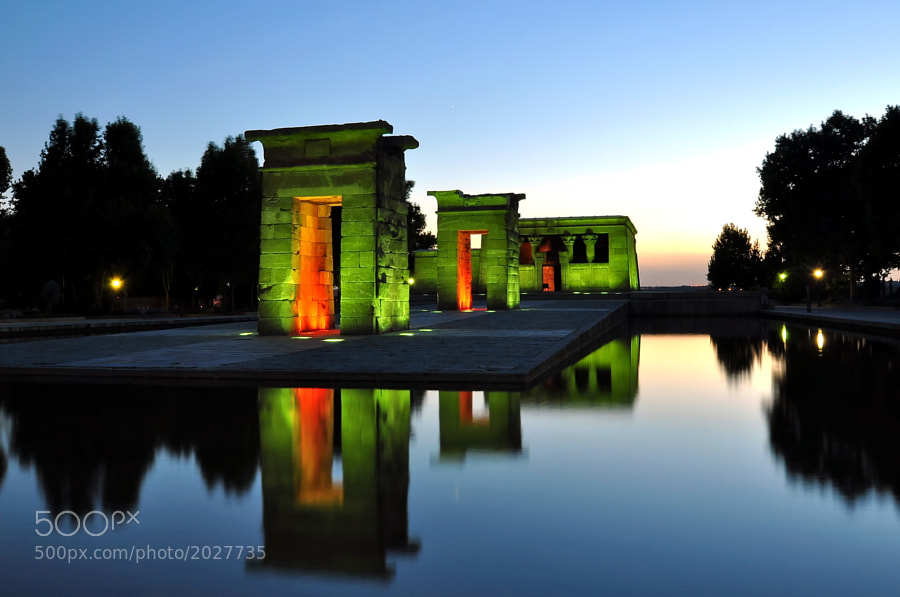 In Madrid there is a real egyptian temple, that was rescued from the Nile shore when the Aswan Great Dam was constructed.  This green effect is totally real, no post-processing was made. It's occurs only for a little while, when the focuses just start to light.