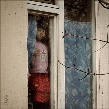 Girl in window, Panasonic DMC-LZ20