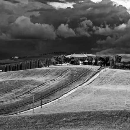 Storm over a Tuscan, Canon EOS 50D, Tamron AF 18-270mm f/3.5-6.3 Di II VC LD Aspherical [IF] Macro