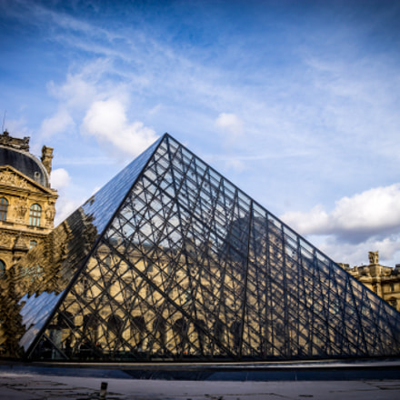 pyramide du louvre, Canon EOS 1100D, Canon EF-S 18-135mm f/3.5-5.6 IS