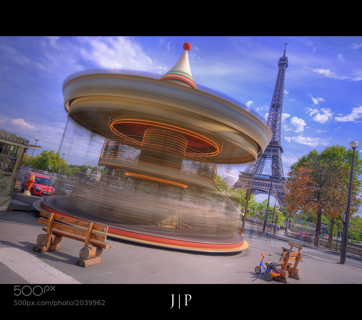 Photograph Manège Caroussel en Folie - Tour Eiffel - Paris by JP Photography on 500px