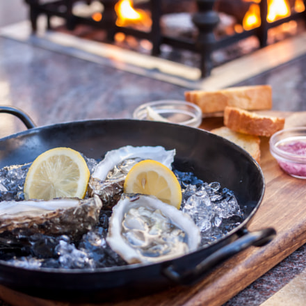 fresh opened oysters fireplace, Canon EOS 500D, Canon EF 40mm f/2.8 STM