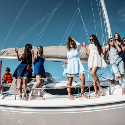 Party Girls, Canon EOS 600D, Canon EF 15mm f/2.8 Fisheye