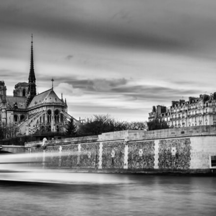 Notre Dame BW, Canon EOS REBEL T2I, Sigma 17-70mm f/2.8-4 DC Macro OS HSM | C