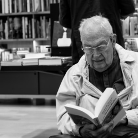 The reader, Canon EOS 5D, Canon EF 24-105mm f/4L IS
