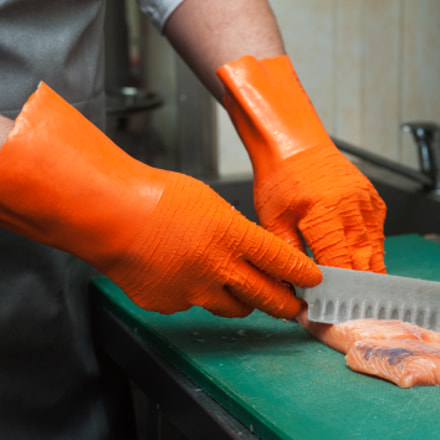 cutting salmon fish, Nikon D700, AF-S Zoom-Nikkor 28-70mm f/2.8D IF-ED