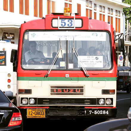 Bus and traffic, Canon EOS 700D