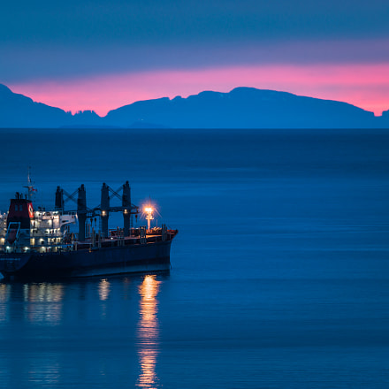 Oil tanker with sunset, Sony ILCE-7RM2, Tamron SP 150-600mm F5-6.3 Di USD
