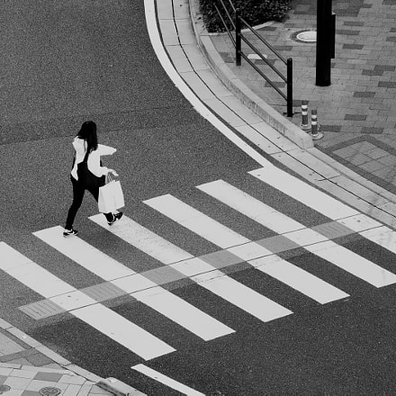 Girl crossing, Canon EOS 400D DIGITAL, Canon EF-S 55-250mm f/4-5.6 IS