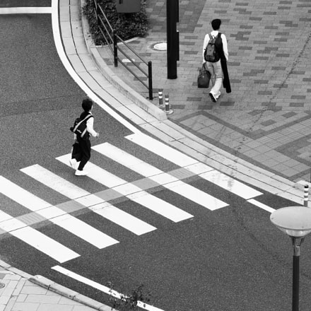 Two people crossing, Canon EOS 400D DIGITAL, Canon EF-S 55-250mm f/4-5.6 IS
