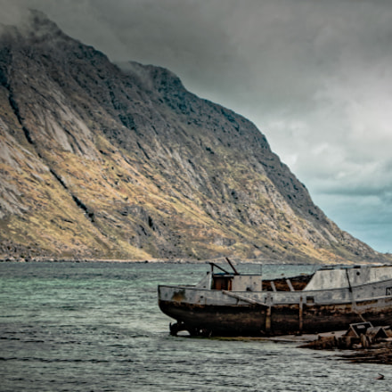 abandoned Boat, Canon EOS 70D, Canon EF 28-80mm f/3.5-5.6