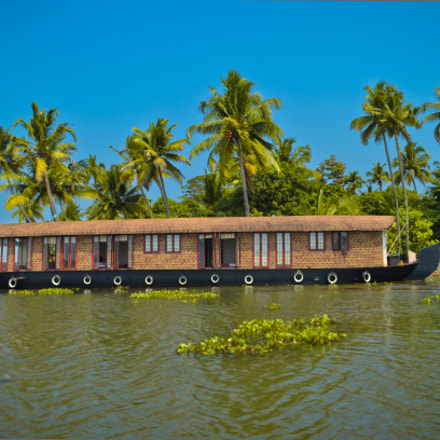 Sailing in the Backwaters, Nikon D5100, Zoom-Nikkor 1200-1700mm f/5.6-8 P ED IF