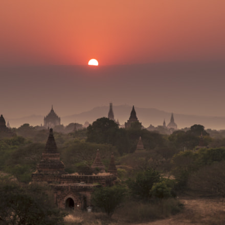 Sunset over Bagan, Canon EOS 500D, Sigma 17-70mm f/2.8-4 DC Macro OS HSM