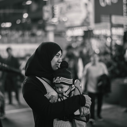 Woman and child, Nikon D750, AF-S Nikkor 58mm f/1.4G