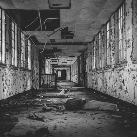 Abandoned Hallway, Canon EOS 70D, Canon EF 28-135mm f/3.5-5.6 IS
