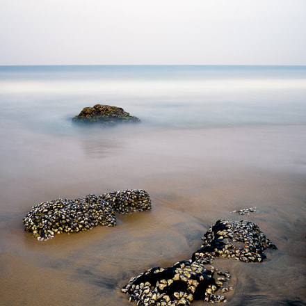 Rocks on the shore, Nikon D750, AF-S Nikkor 18-35mm f/3.5-4.5G ED