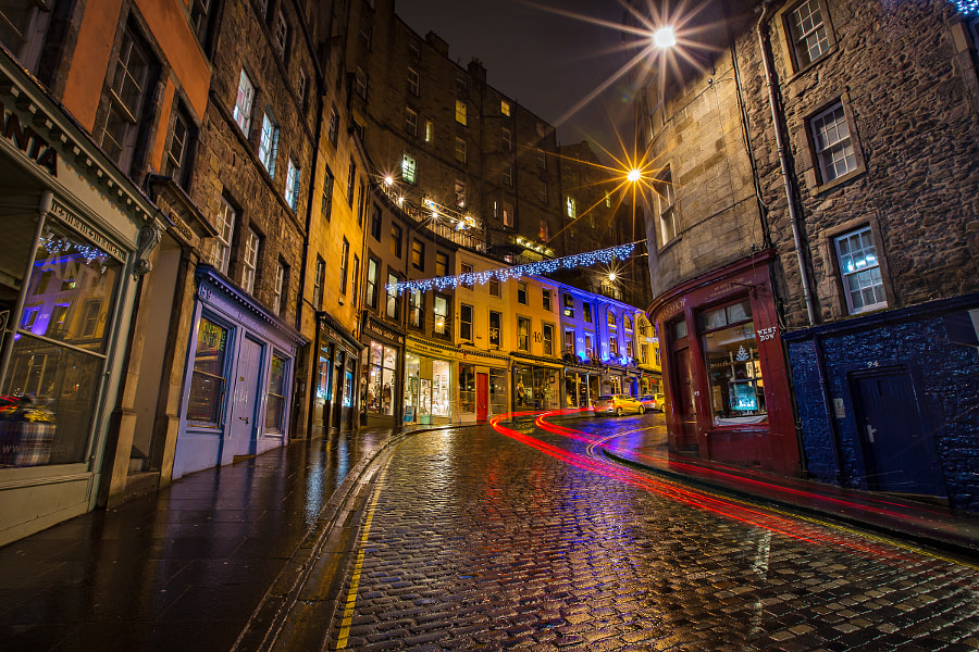 Photograph Victoria St, Old Town, Edinburgh, Scotland by Lisa Bettany on 500px