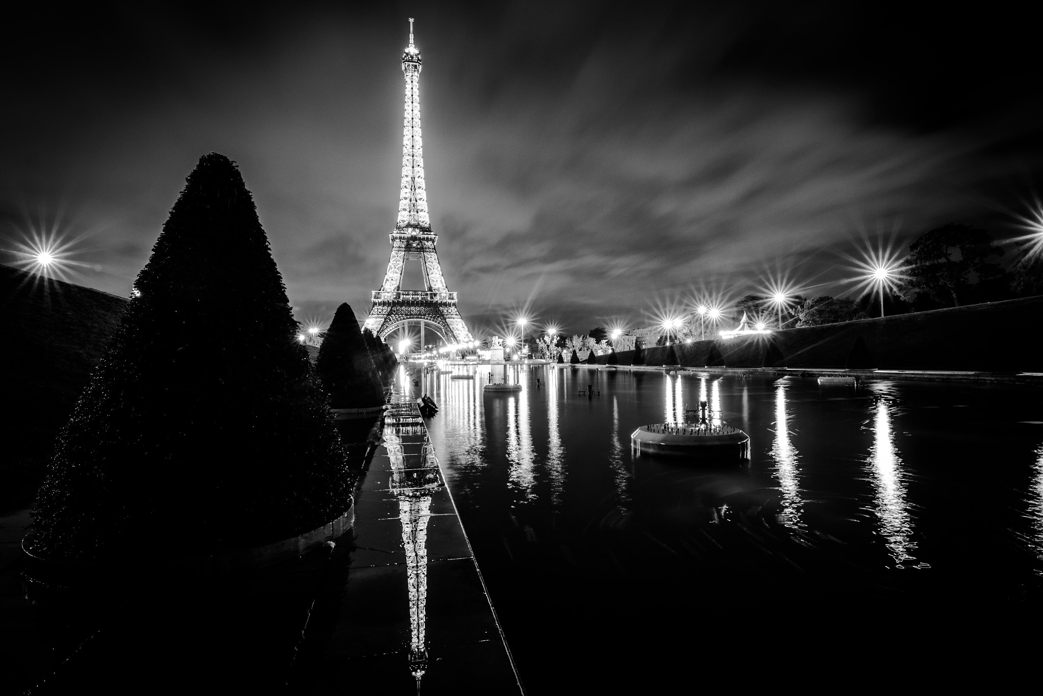 Photograph Eiffel Tower's reflection by vincent viargues on 500px