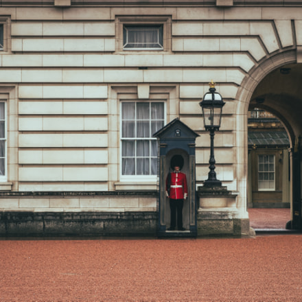 Palace Guard, Olympus E-M1, Lumix G X Vario 35-100mm F2.8 Power OIS