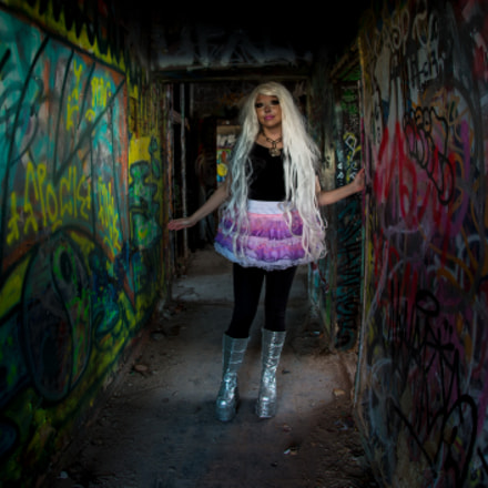 Blonde in the Graffiti, Canon EOS 5D MARK III, Sigma 15mm f/2.8 EX Fisheye