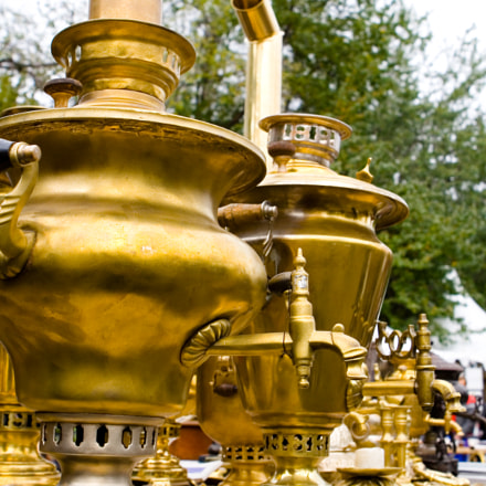 Vintage gold Russian samovars, Canon EOS 400D DIGITAL, Canon EF 24-70mm f/2.8L