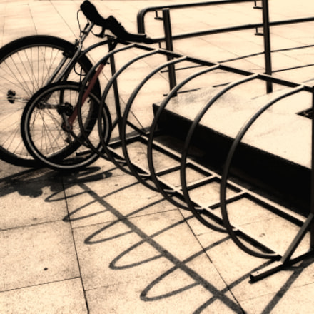 Folded Bike Bicycle parking, Canon EOS 400D DIGITAL, Canon EF 24-70mm f/2.8L
