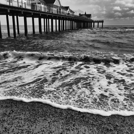 Southwold Pier - rough, Nikon D200, AF-S DX VR Zoom-Nikkor 18-55mm f/3.5-5.6G