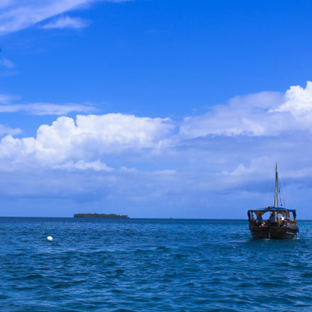 A boat. A reef, Canon EOS 1200D, Canon EF-S 18-55mm f/3.5-5.6 III