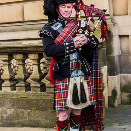 Traditional Scottish Piper in, Canon EOS 550D, Canon EF 28-105mm f/4-5.6