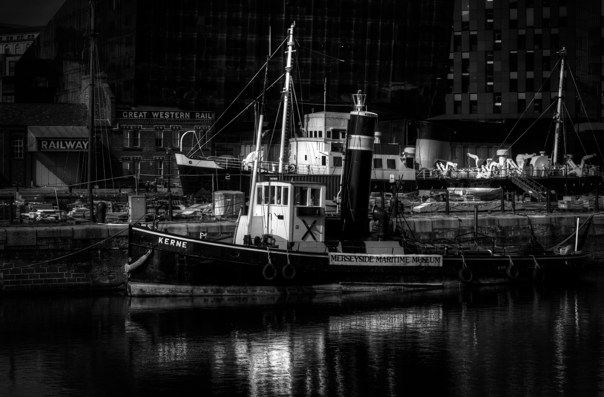 Photograph Vers les docks by Ivan Glasser on 500px