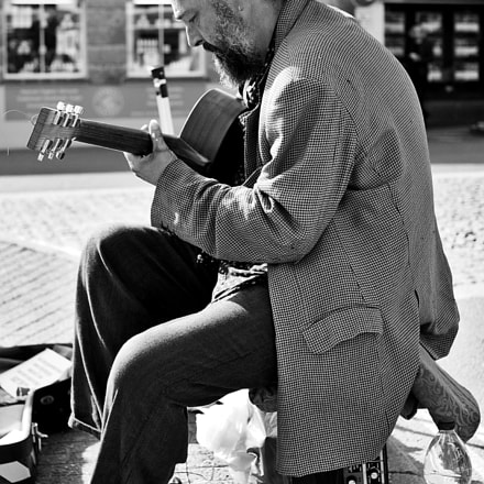 A busker in Padstow., Canon EOS 100D, Sigma 30mm f/1.4 EX DC HSM