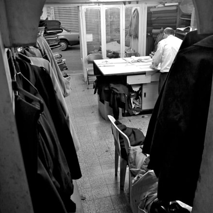 Tailors in Jebel Al, Panasonic DMC-G1, Lumix G Vario 14-45mm F3.5-5.6 Asph. Mega OIS