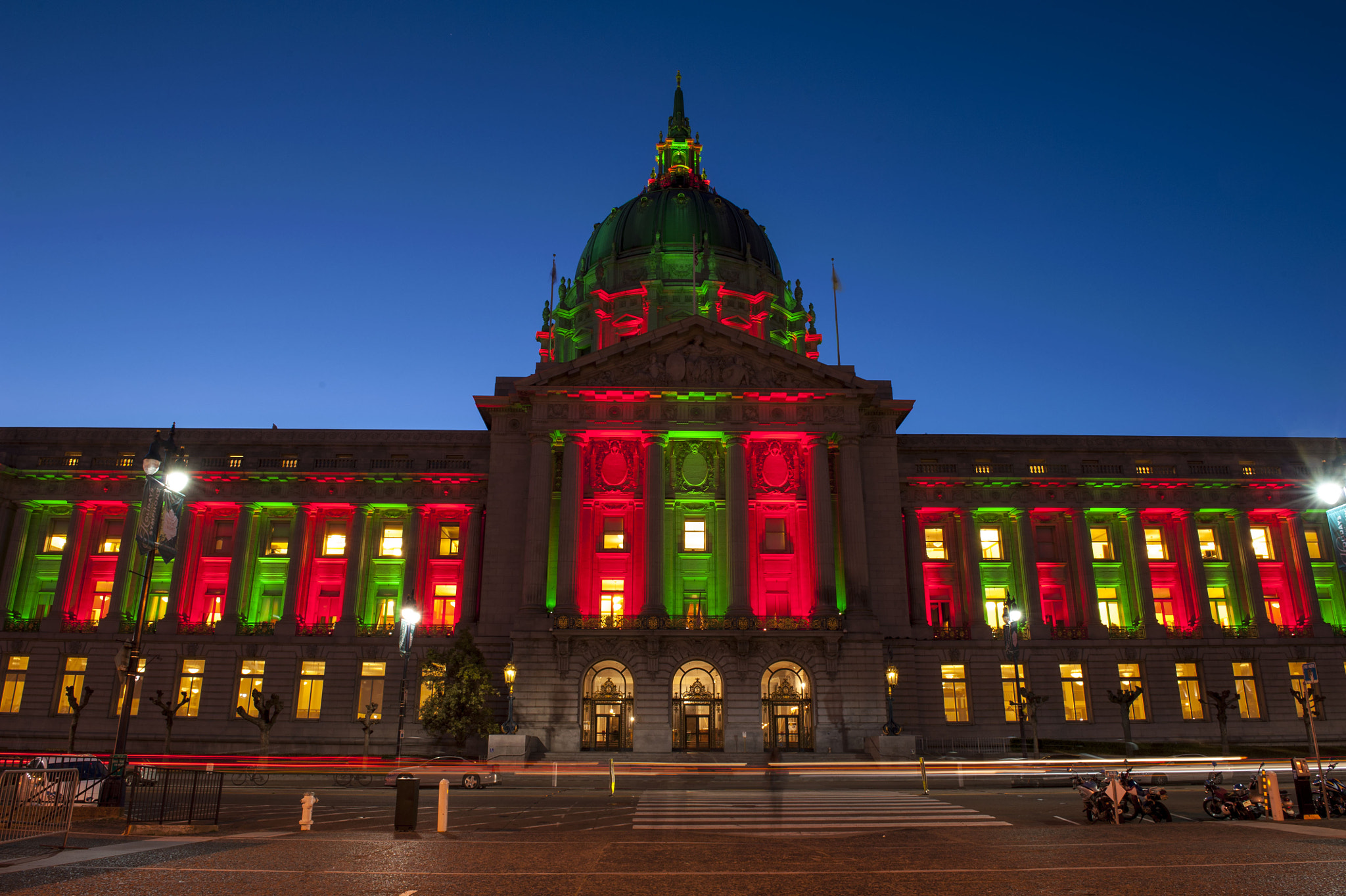 Photograph Christmas Colour in San Francisco City Hall by Jaypee Verdaguer on 500px
