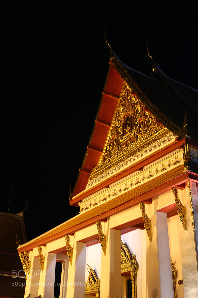 Photograph At the front of thai temple by Bigmac ZB on 500px