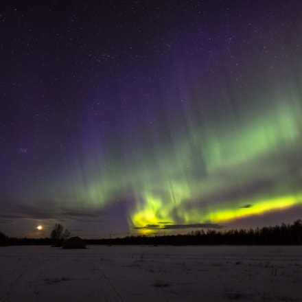 Northern lights, stars and the moon - Another view