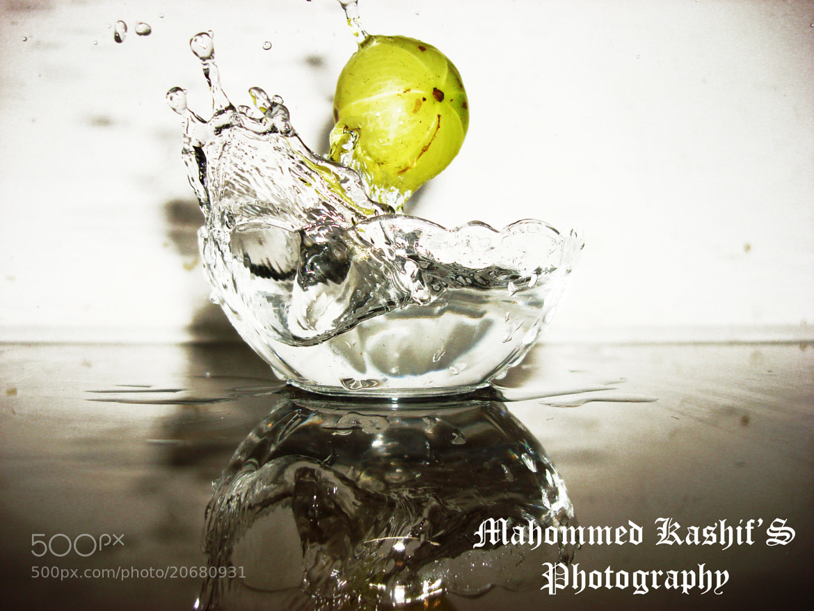 Photograph splash of somthing in water by Mahommed kashif on 500px