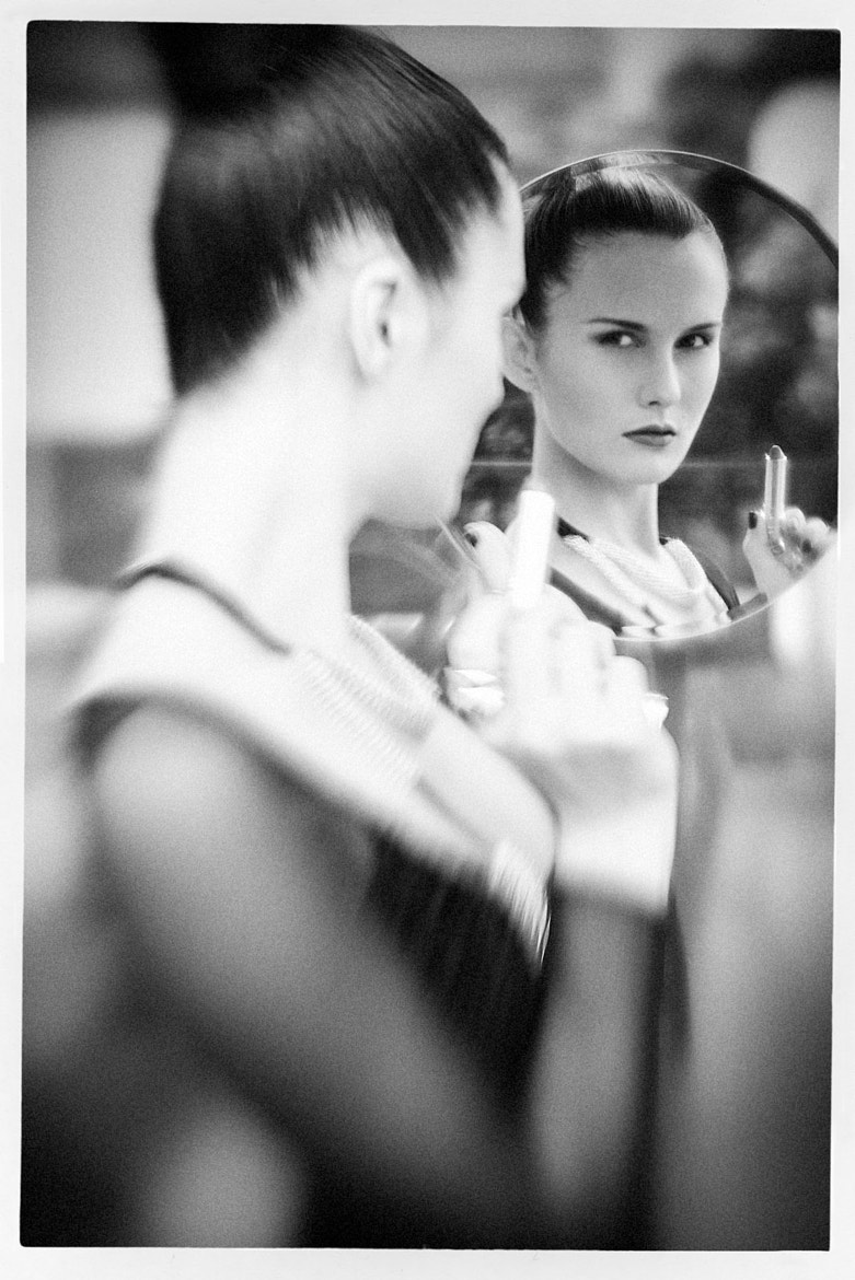 Photograph The girl in the mirror  by Gerardo Gutierrez on 500px